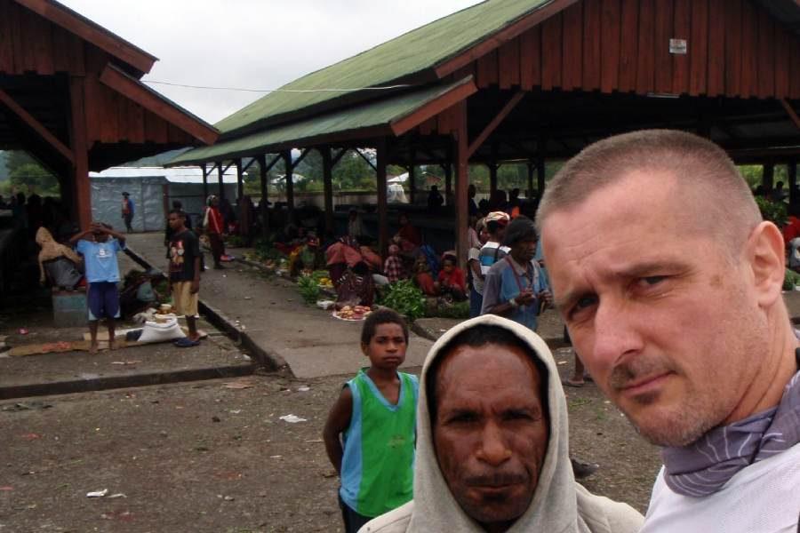 Ostoja szamana-Irian Jaya – samotnie wśród ludożerców (17)
