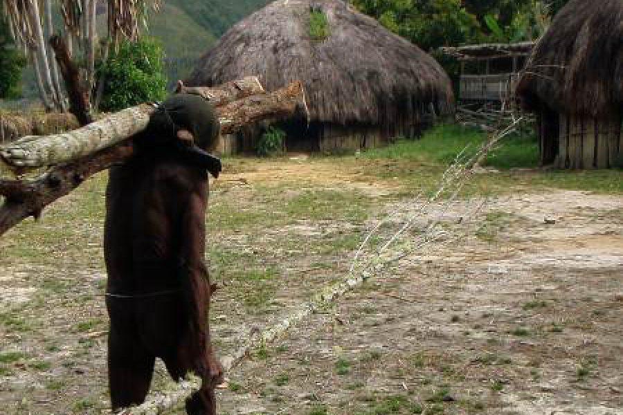 Ostoja szamana-Irian Jaya – samotnie wśród ludożerców (22)