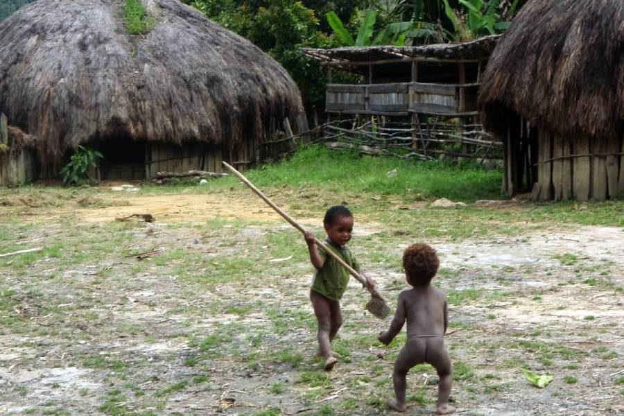 Ostoja szamana-Irian Jaya – samotnie wśród ludożerców (6)