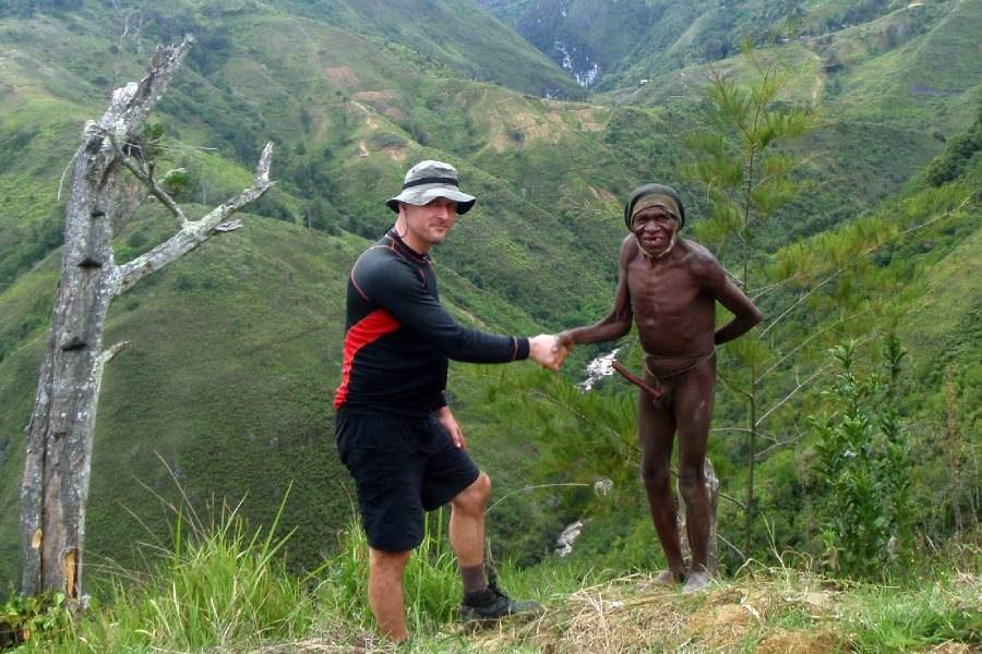 Ostoja szamana-Irian Jaya – samotnie wśród ludożerców (9)